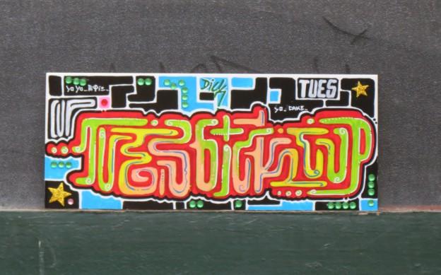 Tu es fliese mit r tseln street art in halle saale - Fliesen halle saale ...