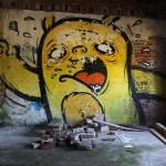 Graffiti, bildlich: Gelber Steinspucker