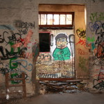 Graffiti bildlich: Figur mit grüner Jacke