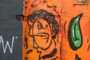 Kopf, orange, Mauer, Landsb gegenüb 51_MG_5837