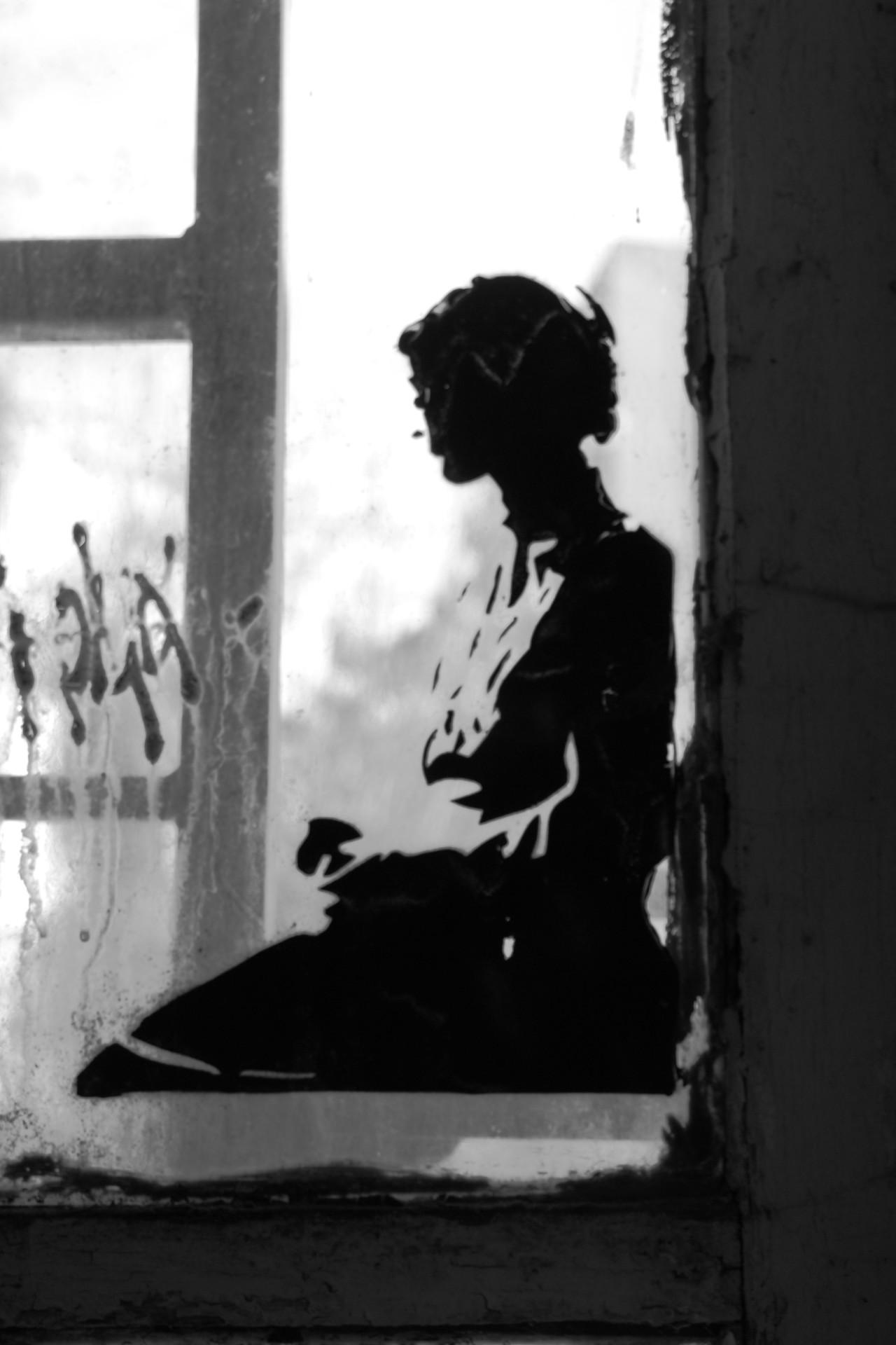 Stencil, Mädchen am Fenster, LaBim_IMG_6806