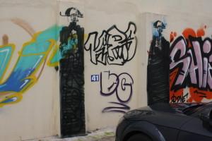Stencil, MIKADO?, Steinweg Parkplatz_MG_6826