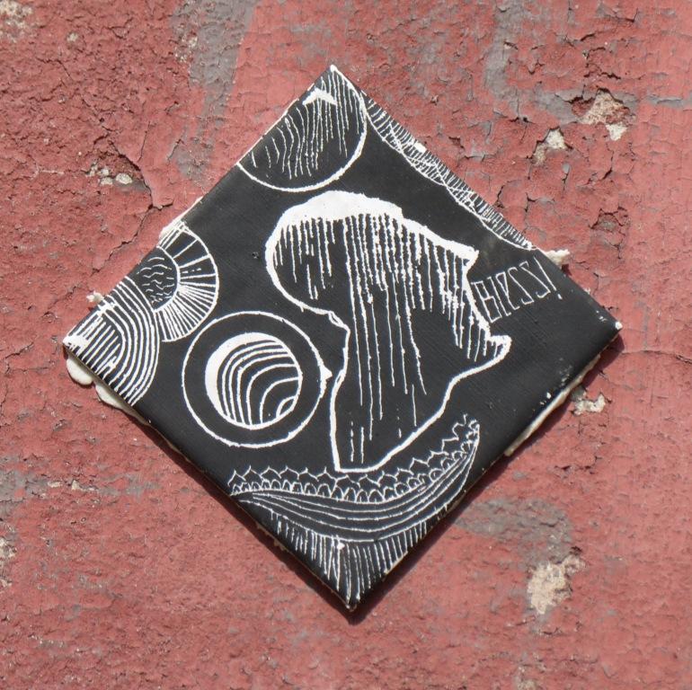 Neue fliesen in schwarz street art in halle saale - Fliesen halle saale ...