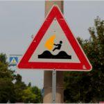 Baustellen-Straßenkleinkunst und andere Schilder-Scherze